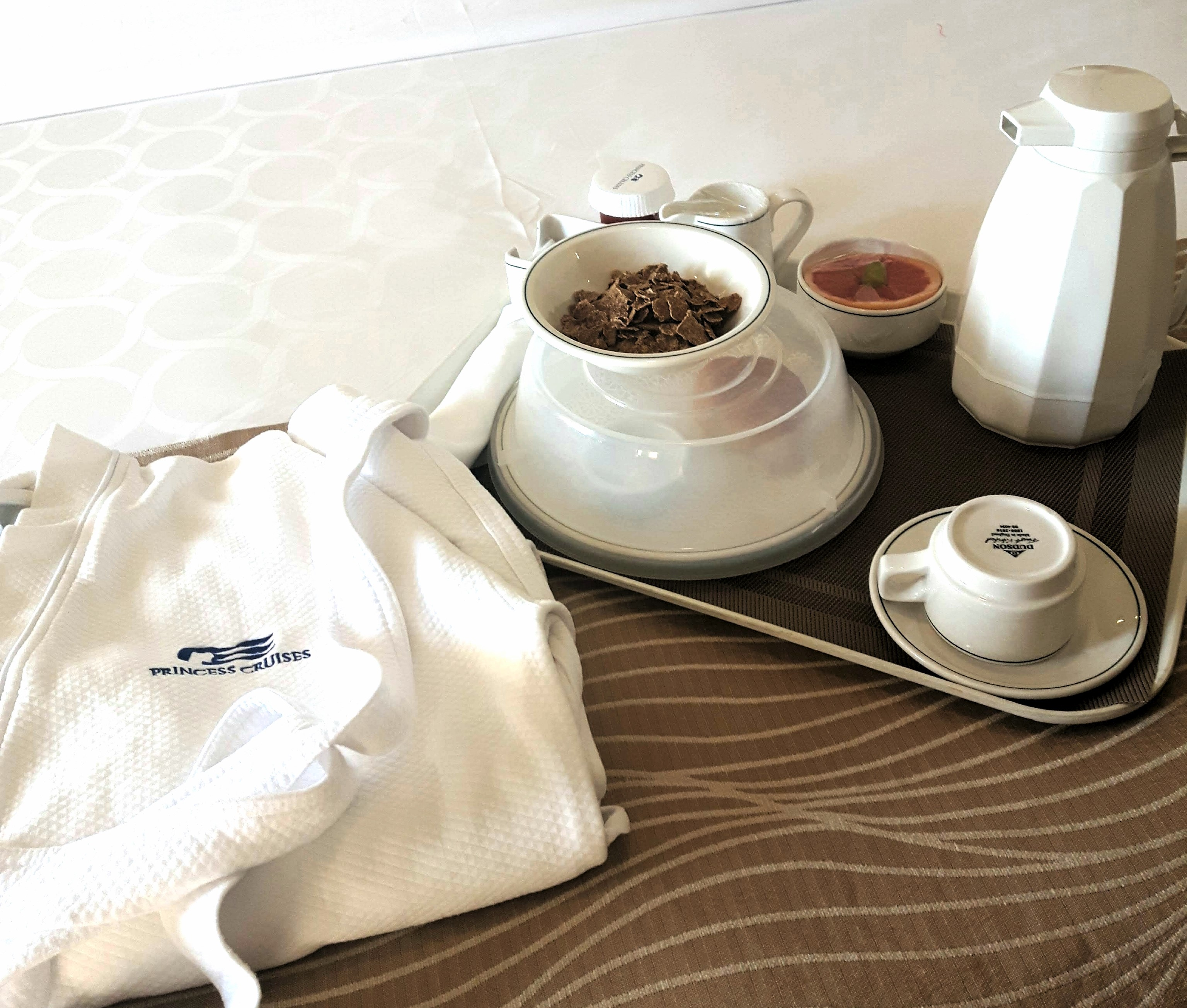 order-room-service-when-eating-alone