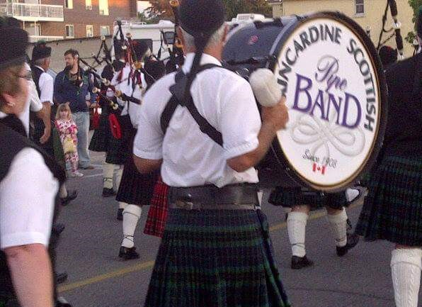 Kincardine Saturday night scottish pipeband parade