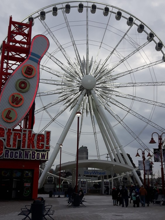 the-sky-wheel-attraction-in-niagara-falls-canada