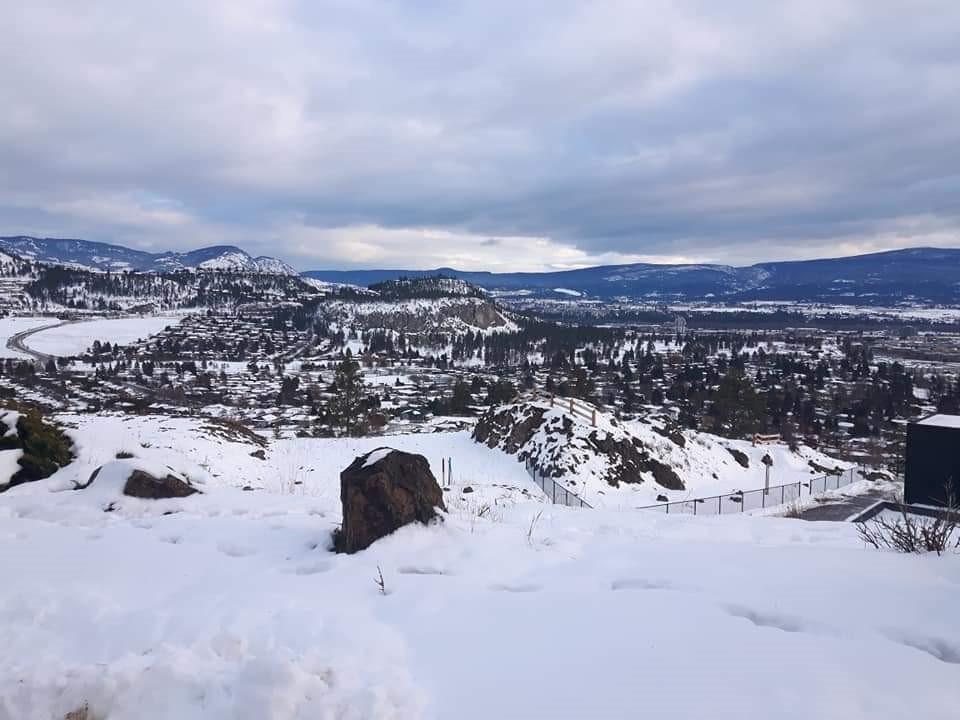 beautiful-kelowna-mountaintop