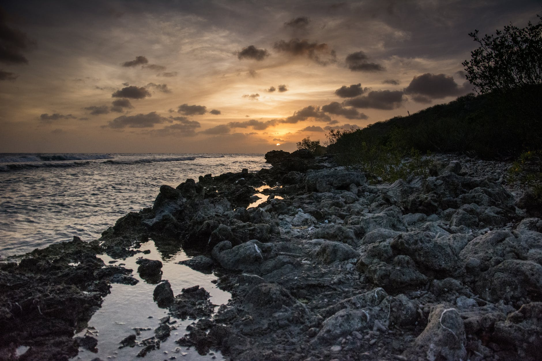 rocky-shoreline-on-road-trip-through-curacao