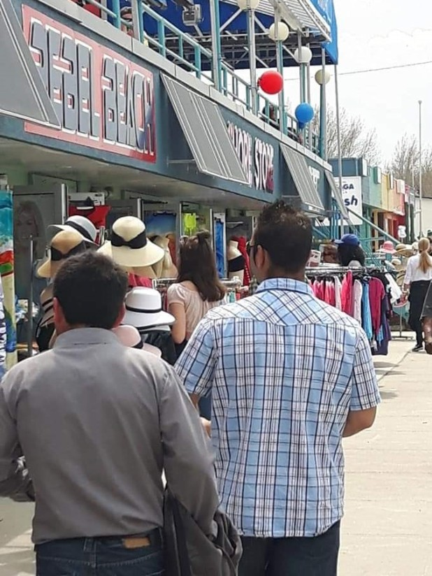 explore-beach-strip-shopping-in-wasaga-beach