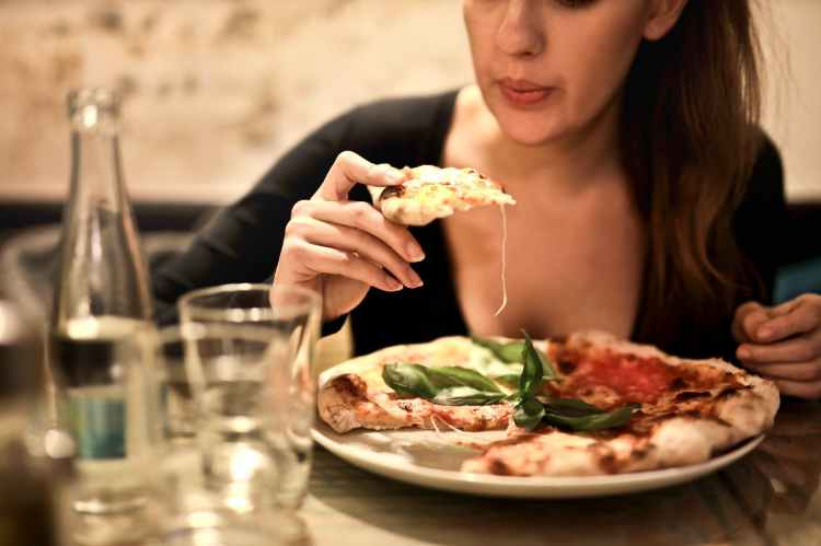 be-confident-when-eating-alone-at-a-restaurant