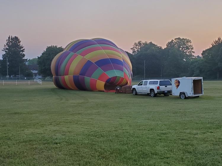 preparing-hot-air-balloon-for-take-off